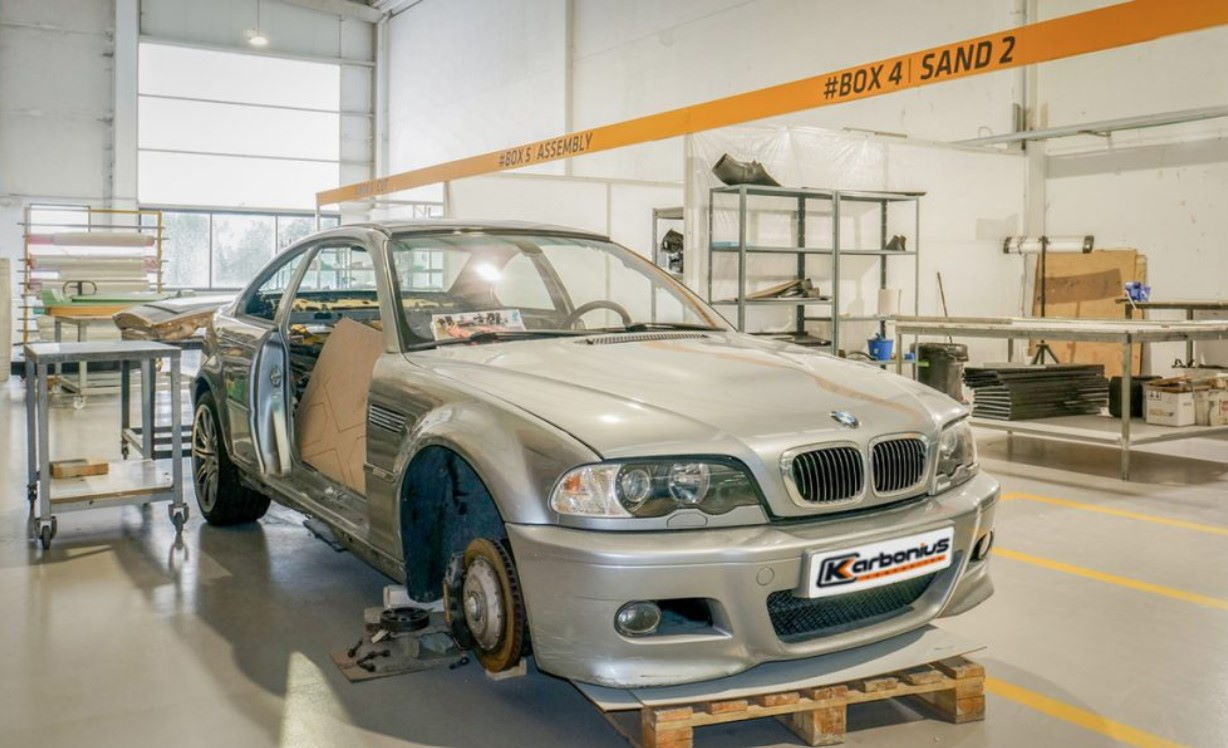 picture of bmw in factory